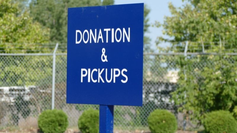 Donation & Pickups sign.